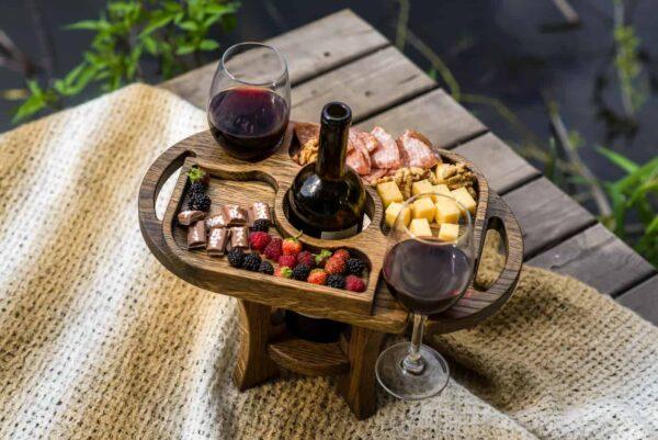 Винный столик в тёмном цвете на два бокала