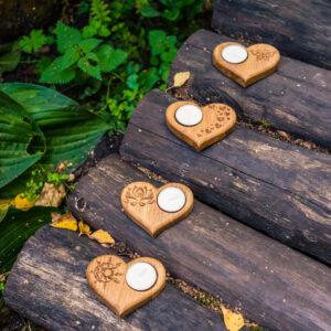 Подсвечник в форме сердца с гравировкой «Россыпь сердец» под чайную свечу.