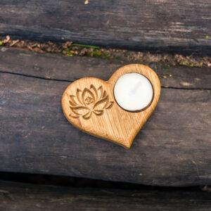 Подсвечник в форме сердца с гравировкой «Лотос» под чайную свечу.