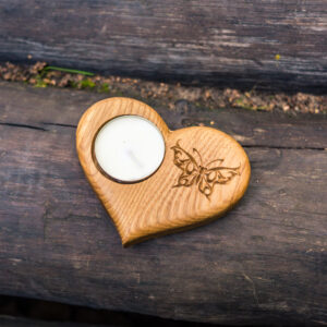 Подсвечник в форме сердца с гравировкой «Бабочка» под чайную свечу.